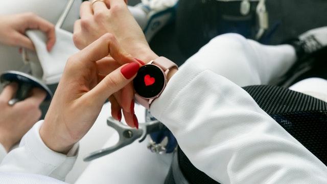 Rødt smart watch